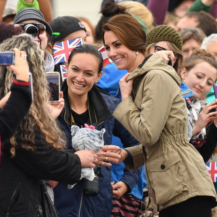 Before boarding, Kate and the Duke met with the crowd, shaking hands and posing for photos.