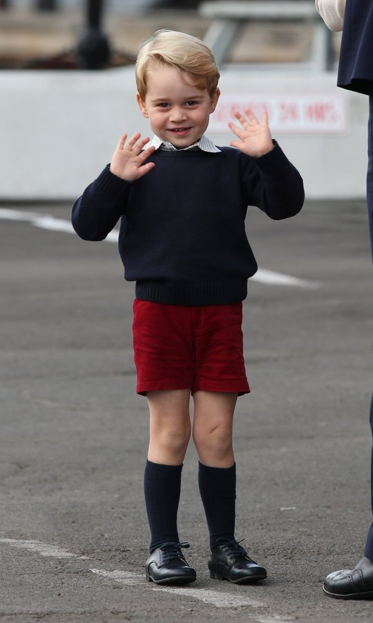 Three-year-old Prince George looked thrilled when he saw the crowds when leaving the car, enthusiastically smiling and waving with both hands. 