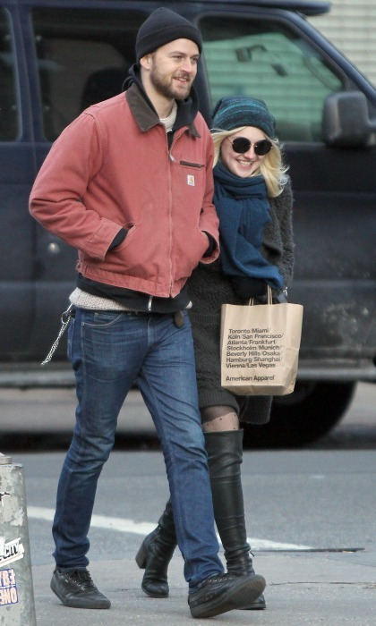 <b>Dakota Fanning and Jamie Strachan</b>