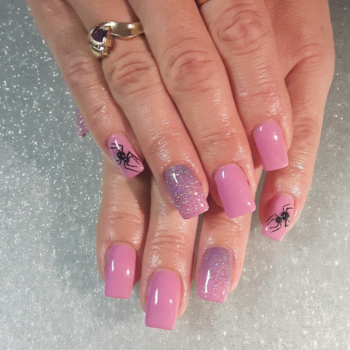 For a more girly look, @shannonsuburbannailsalon went pretty in pink with glitter – with some scary spiders for Halloween flair.