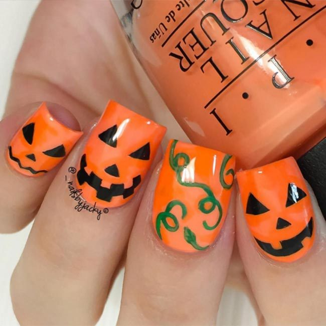 @_nailsbyjacky captured the spirit of Halloween with these cute pumpkin designs.