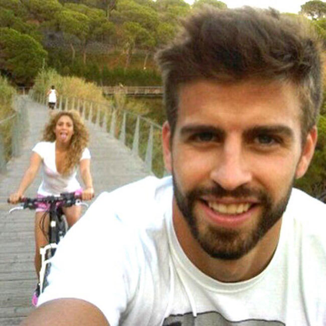 "<a href=""http://us.hellomagazine.com/tags/1/shakira/""><strong>Shakira</strong></a> posted this sweet snap of herself and footballer husband <a href=""http://us.hellomagazine.com/tags/1/gerard-pique/""><strong>Gerard Pique</strong></a> enjoying a leisurely bike ride. 