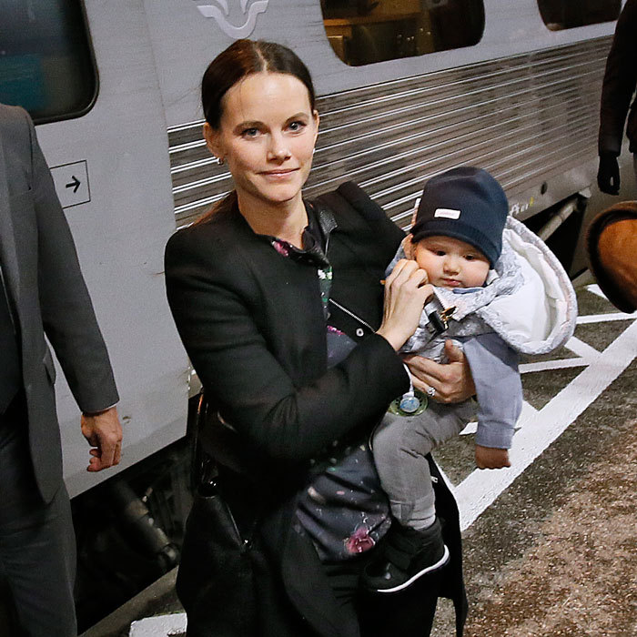 "<a href=""http://us.hellomagazine.com/tags/1/prince-alexander/""><strong>Prince Alexander</strong></a> of Sweden enjoyed a train ride with his parents. The little royal was spotted arriving to the Karlstad Railway Station in Sweden on October 20. <a href=""http://us.hellomagazine.com/tags/1/prince-carl-philip/""><strong>Prince Carl Philip</strong></a> and <a href=""http://us.hellomagazine.com/tags/1/princess-sofia/""><strong>Princess Sofia</strong></a> brought their baby boy along for their official visit to Varmland. 