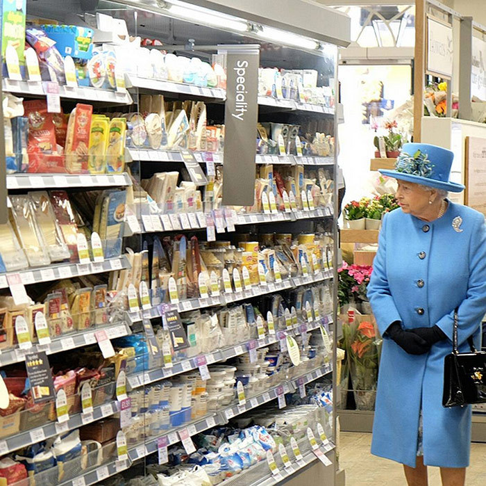 During an October 2016 visit to Poundbury, a new urban development on the edge of Dorchester, England, Queen Elizabeth popped into local supermarket to meet with staff and check out the locally sourced produce.