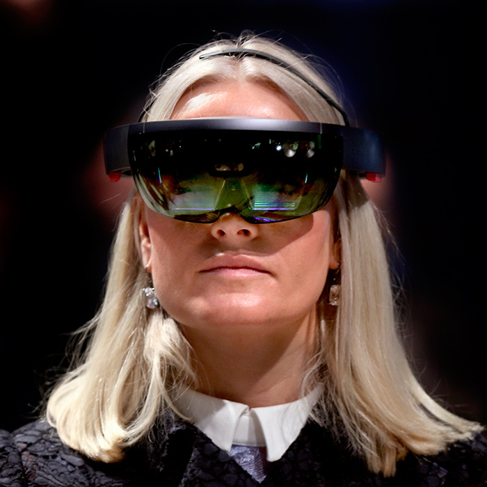Crown Princess Mette-Marit got tecchy as she tried VR goggles during Oslo Innovation Week.