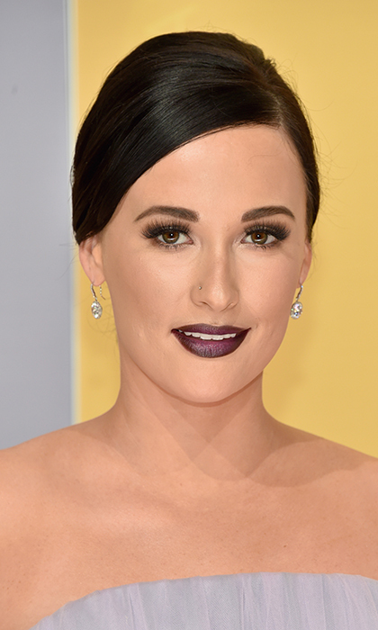 Singer-songwriter <b>Kacey Musgraves</B> went bold at the 50th annual CMA Awards in Nashville, with on-trend wine-colored lips and dramatic eyelashes.