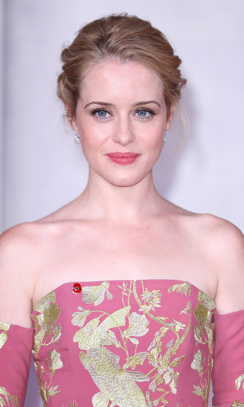 <B>Claire Foy</B>, who plays Queen Elizabeth II in Netflix series <I>The Crown</I> was looking quite regal herself with an upswept hairstyle and ladylike mauve lips to match her dress at the series' premiere in London.