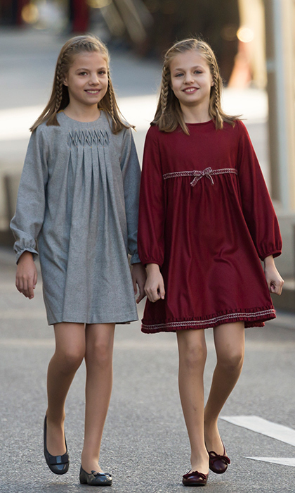 Queen Letizia´s daughters followed in their stylish mother's footsteps for the opening of Parliament. 