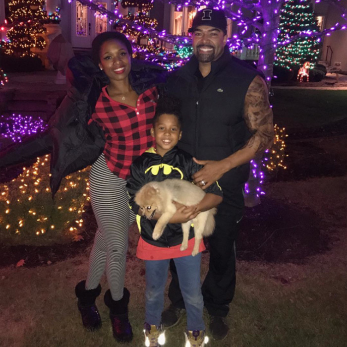 "<a href=""http://us.hellomagazine.com/tags/1/jennifer-hudson/""><strong>Jennifer Hudson </strong></a> posted this adorable picture of her husband David Otunga, son David, Jr and beloved dog Oscar as they made the transition from Thanksgiving to Christmas! ""It's finally here ! Happy thanksgiving n Happy holidays to u all !!!!!!!""