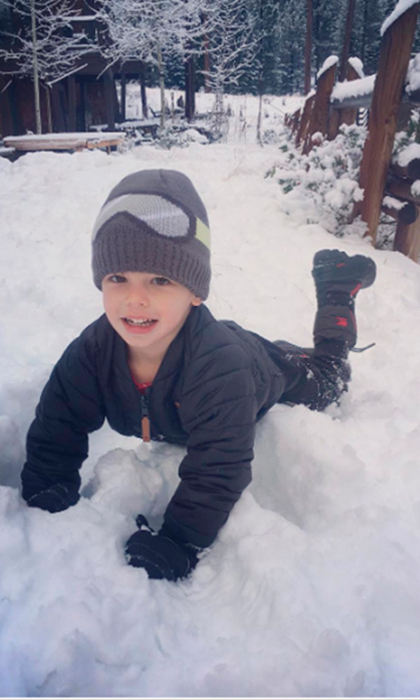 "<a href=""http://us.hellomagazine.com/tags/1/vanessa-lachey/""><strong>Vanessa Lachey</strong></a> posted this picture of her adorable son Camden playing in the snow with the caption: ""Today is the first day of my favorite time of year! Thanksgiving week all the way to New Years Day! ❤️❤️#Family #MakingMemories #Traditions #NewTraditions #OurTraditions.""