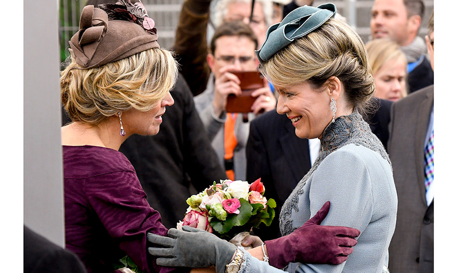 The Queens (with equally stylish fascinators) shared a friendly moment at the Utrecht OVT station renovated building.