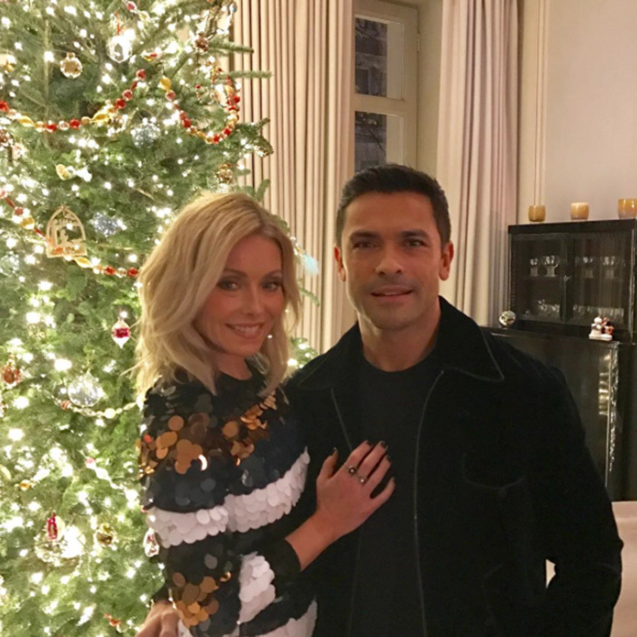"<a href=""http://us.hellomagazine.com/tags/1/kelly-ripa/""><strong>Kelly Ripa</strong></a> was feelin' festive with her husband Mark Consuelos before the Live! holiday fest.
