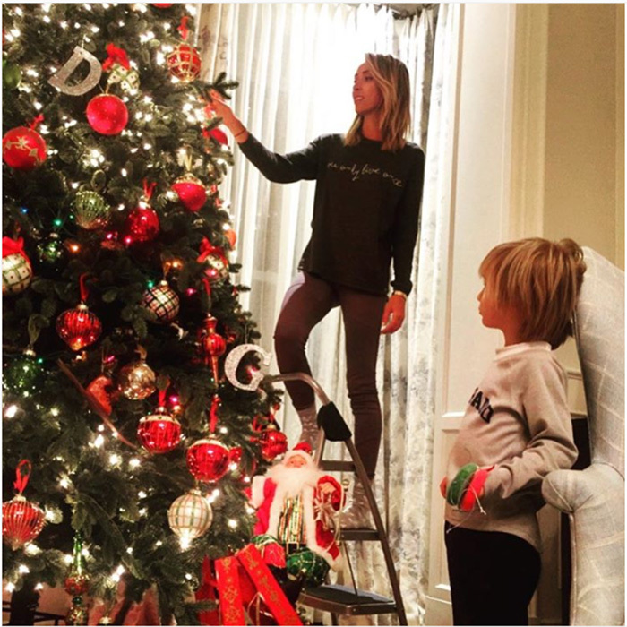 "<a href=""http://us.hellomagazine.com/tags/1/giuliana-rancic/""><strong>Giuliana Rancic</strong></a> got into the festive spirit by adding finishing touches to her impressive tree with the help from her little boy and husband Bill.