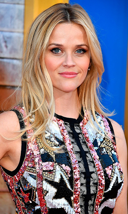 Reese Witherspoon looked effortlessly beautiful with beach wave hair and a natural lip at the Premiere Of Universal Pictures' 'Sing' in Los Angeles, California. 