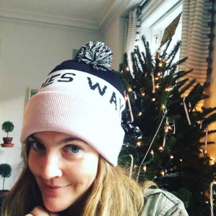 "<a href=""http://us.hellomagazine.com/tags/1/drew-barrymore/""><strong>Drew Barrymore</strong></a> added a little rosé to her pre-Christmas festivities as she prepared for the holiday season by snapping a selfie with her Christmas tree. 