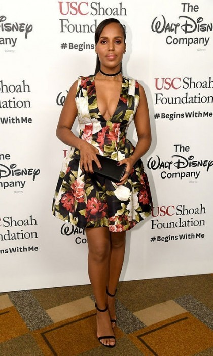 <b>Kerry Washington</b> returned to the red carpet in a bold way just two months after welcoming her son Caleb Kelechi Asomugha on October 5. 