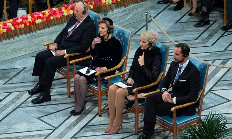 In Oslo, the Norwegian royals attended the Nobel Peace Price ceremony. King Harald, Queen Sonja, Crown Princess Mette-Marit and Crown Prince Haakon listened to President Juan Manuel Santos of Colombia as he gave his acceptance speech.