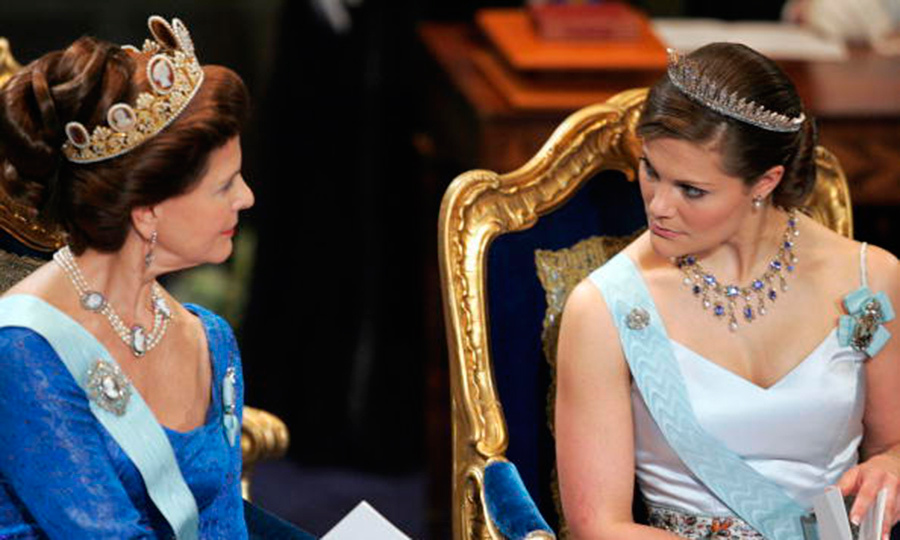 Queen Silvia has worn the Cameo tiara a number of times including her own wedding. Here she chats with daughter Crown Princess Victoria, who is in the Baden fringe.