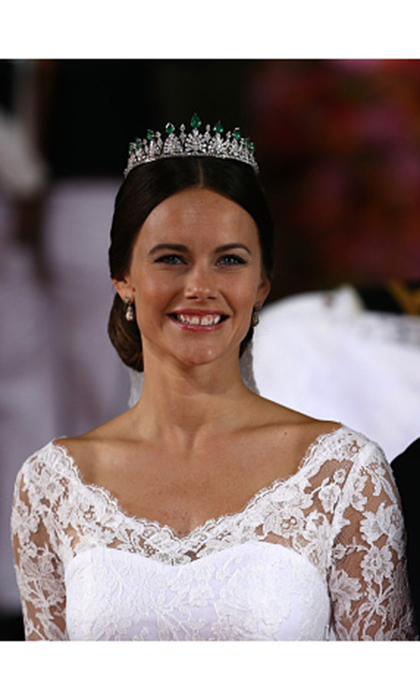 Princess Sofia wore a diamond and emerald tiara for her wedding to Prince Carl Philip of Sweden. The tiara was a gift from her in-laws, King Carl XVI Gustaf and Queen Silvia.