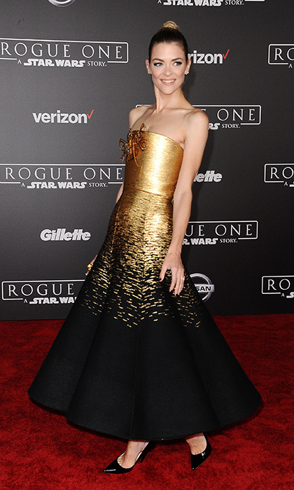 "<a href=""http://us.hellomagazine.com/tags/1/jaime-king/""><strong>Jaime King</strong></a> was a gold goddess at the premiere of <I>Rogue One: A Star Wars Story </I> at the Pantages Theatre on December 10, 2016 in Hollywood. 