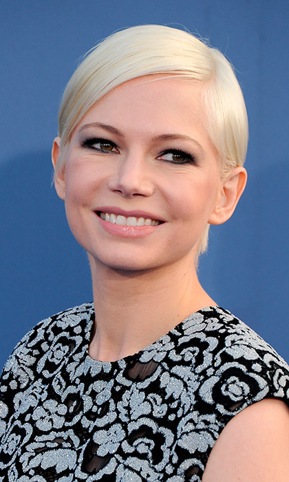 Michelle Williams' platinum blonde crop and pale lip helped set off her gorgeously lined eyes at the 22nd Annual Critics' Choice Awards in Santa Monica on December 11.
