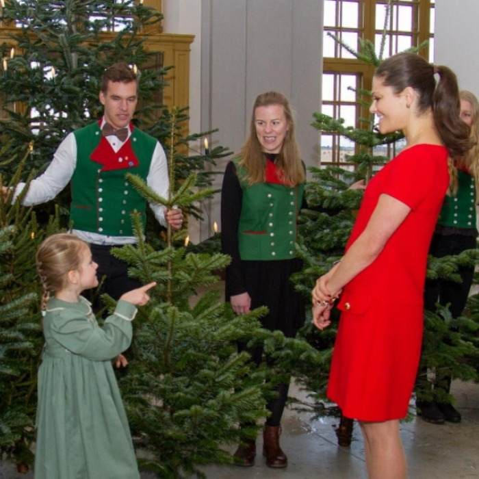 Princess Estelle and Crown Princess Victoria were gifted with the holiday spirit as they received Christmas trees from forestry students at the Swedish University of Agricultural Sciences. 