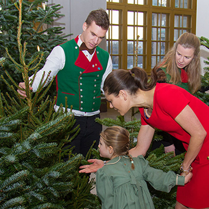December 2016: The royal mother-daughter duo accepted the various firs from students of the Swedish University of Agricultural Sciences (SLU), which has been a tradition of the palace since the late 1960s.