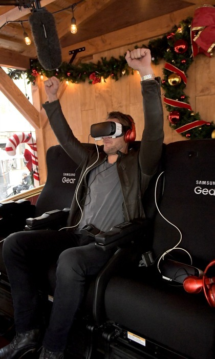 December 13: <i>This is Us</i> star Justin Hartley got virtual during The Night Before, A Samsung VR Experience at The Grove in L.A. 