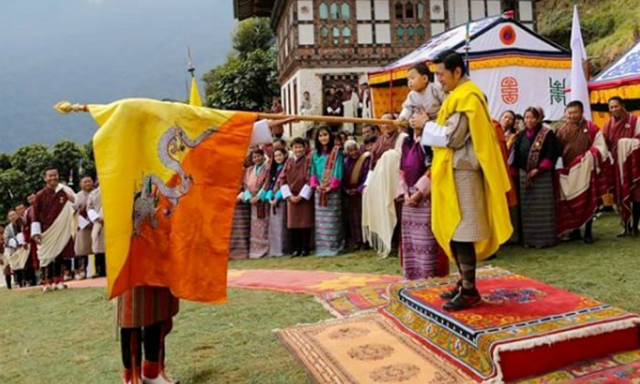 The little Prince touched the flag during the Marchang ceremony to mark his first visit to Her Majesty's ancestral paternal home in Tangsibji.