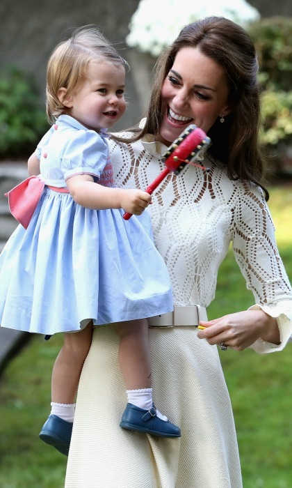 Charlotte got her hands on as much as she could during the outing, even smiling and making a little noise with her mommy Kate. 