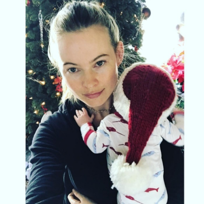 Little Dusty Rose posed with her mommy Behati Prinsloo in front of the Christmas tree. 