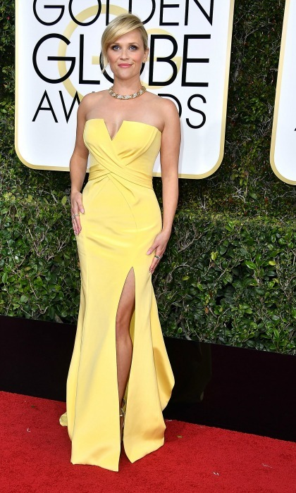 Reese Witherspoon wow'ed in a yellow number by Versace during the 2017 Golden Globes. 