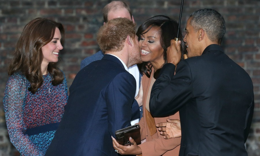 The ever-charming Harry welcomed the first lady with a kiss on the cheek. 