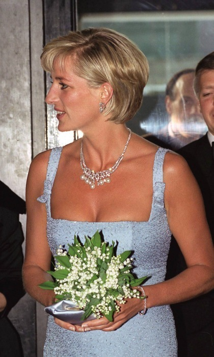 Princess Diana S Iconic Swan Lake Necklace Goes On Sale