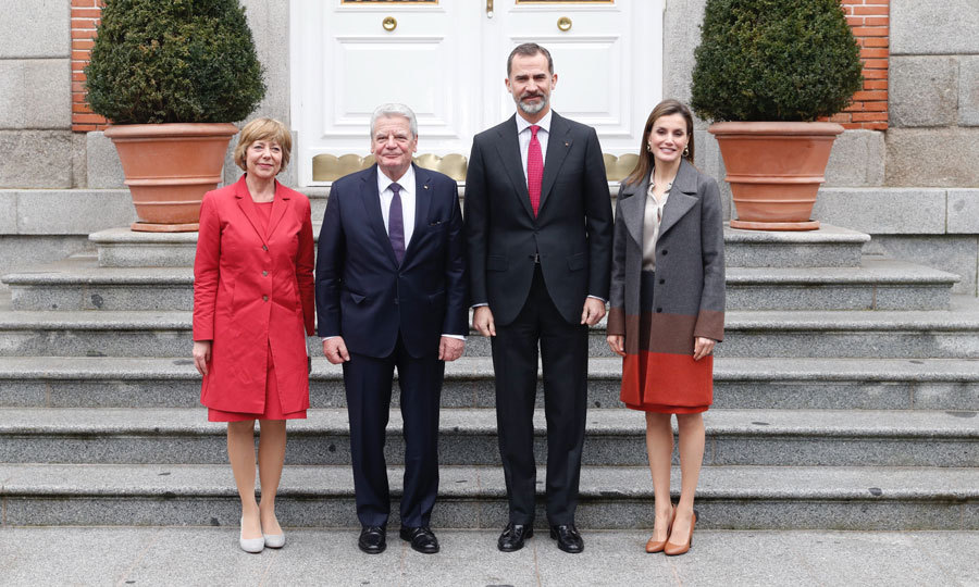 King Felipe and Queen Letizia stylishly welcomed the President of Germany, Joachim Gauck, and his partner Daniela Schadt to Zarzuela Palace in Madrid.