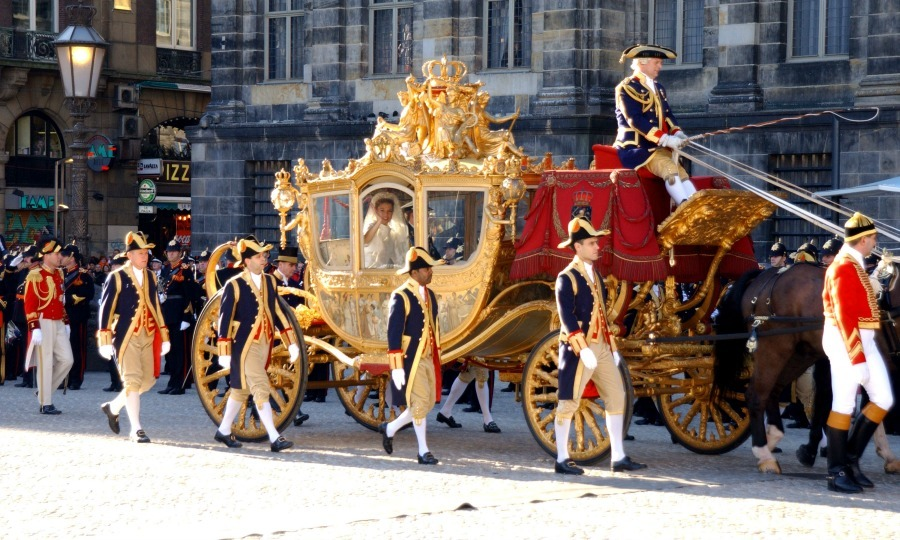 Just like in the fairytales, the bride and groom left the Royal Palace in Amsterdam in a horse drawn carriage. 