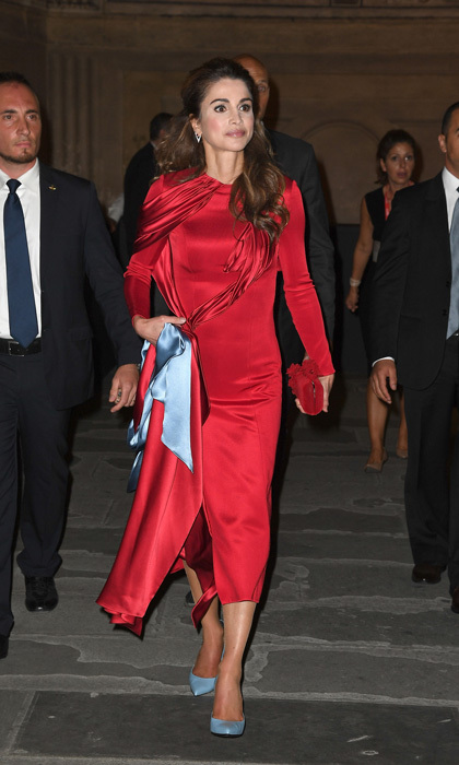 Queen Rania of Jordan opted for a simple albeit elegant number for the 2016 Celebrity Fight Night Gala held at the Palazzo Vecchio in Florence, Italy. 