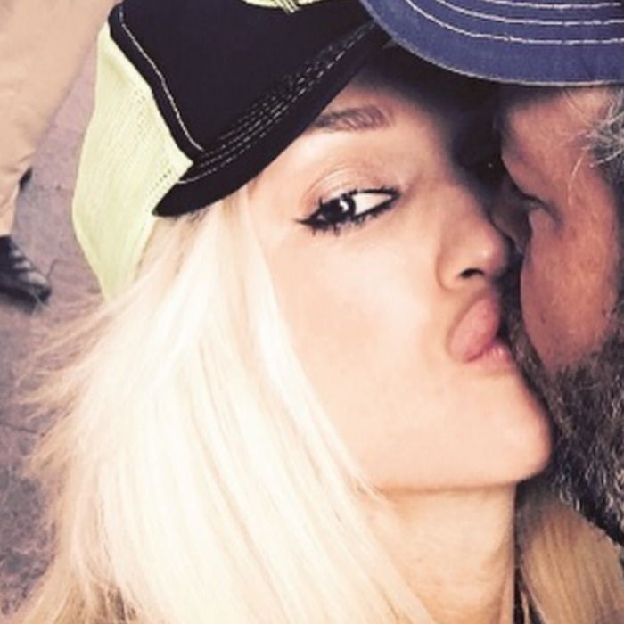 Gwen Stefani puckered up next to Blake Shelton. 