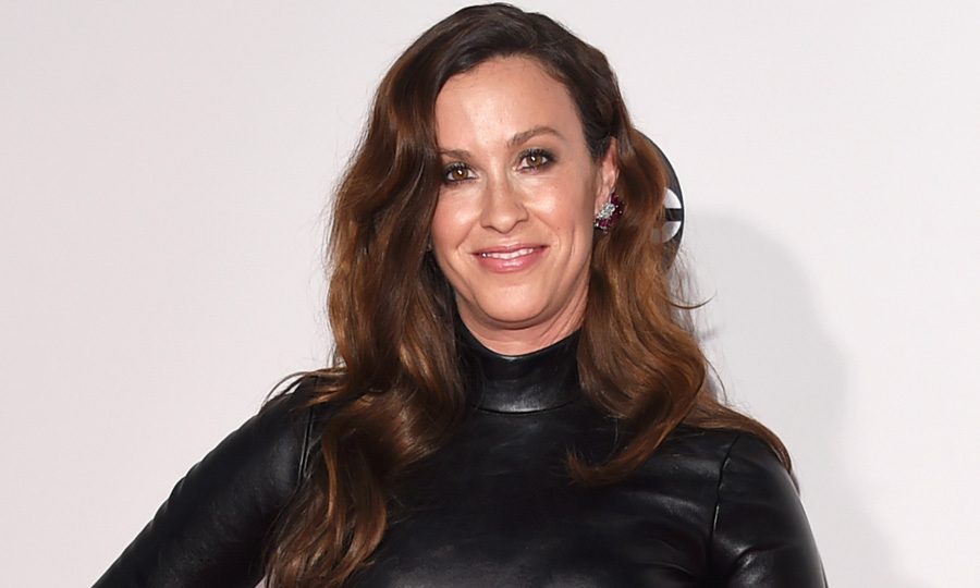 Alanis Morissette Robbed Of 2 Millions Worth Of Jewelry