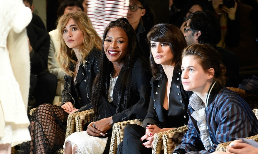 Suki Waterhouse, Naomi Campbell and Penelope Cruz had a front row moment during the Burberry runway show. 