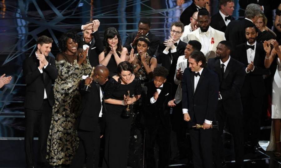 <b>Moonlight mix-up</b>