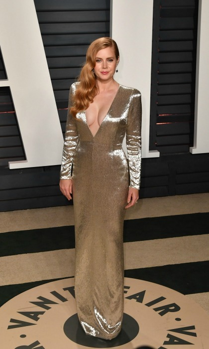 Amy Adams took the plunge in a Tom Ford gown during the  2017 Vanity Fair Oscar Party hosted by Graydon Carter in Beverly Hills. 
