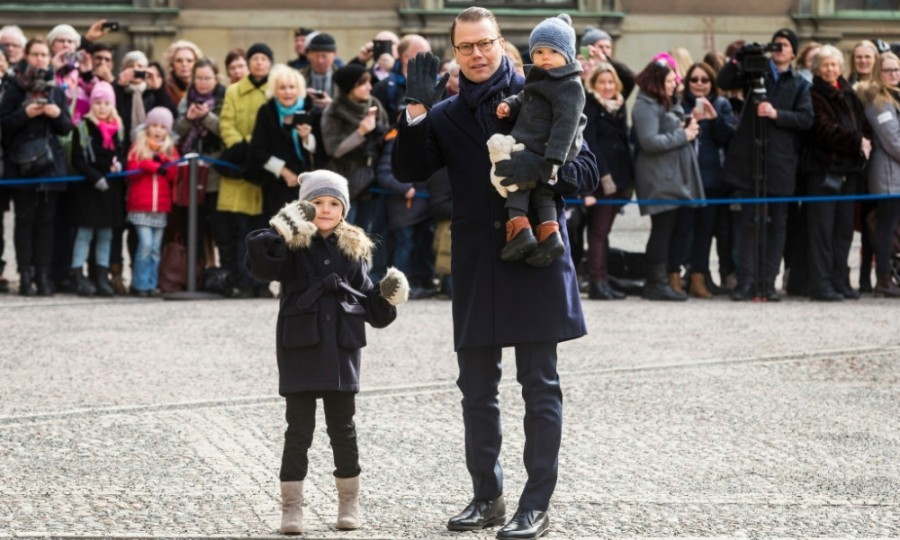 Prince Daniel held on to his children as they accepted gifts and flowers from the crowd.