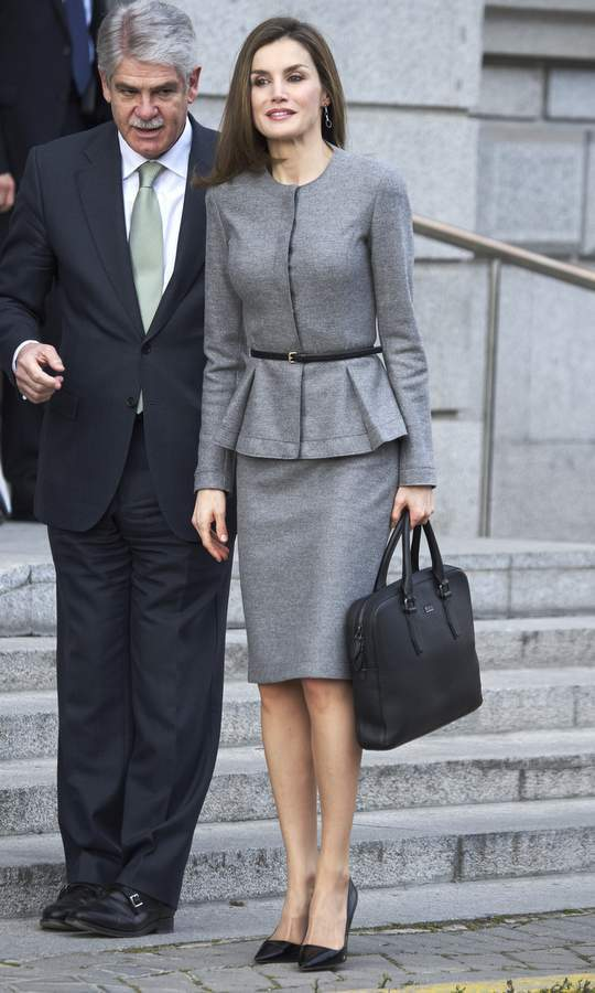 Queen Letizia of Spain gave us #workweargoals in a perfect peplum skirt suit for a meeting with her country's Foreign Minister in Madrid. 
