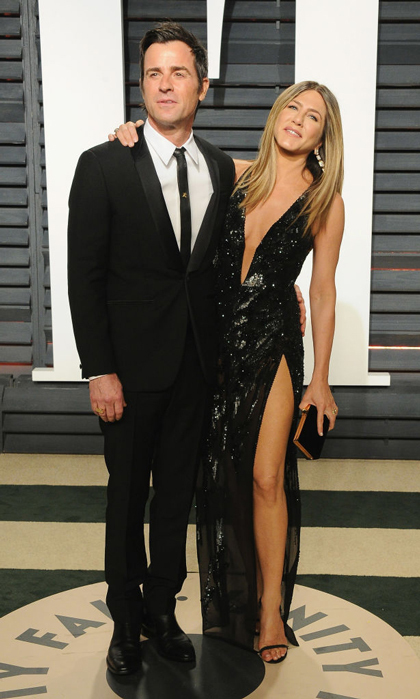Jennifer and Justin may live in L.A. but with their style choices of late, they are sure repping NYC with their all black attire. Jen stunned in a Versace sequined gown with a deep plunge and an even higher slit to the 2017 Vanity Fair Oscar party.