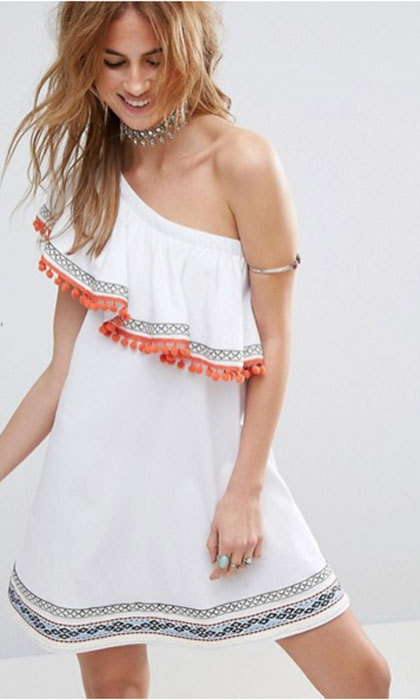 In cool white, this sexy sun dress' global-level glam is ready to take you anywhere from Miami to Ibiza. 