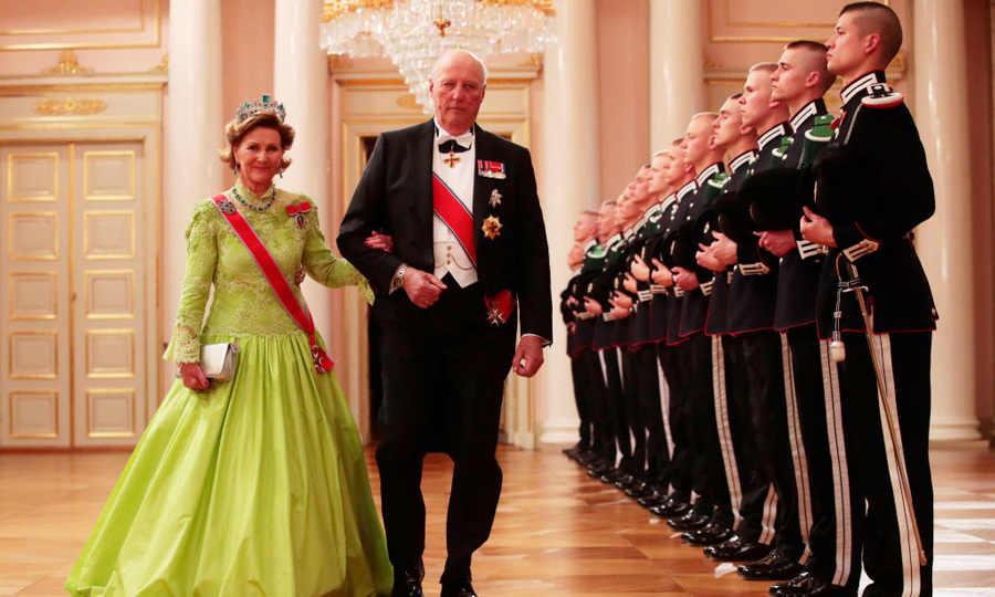 The belle of the ball and the man of the hour, Queen Sonja and King Harald made their way into the banquet in their honor.