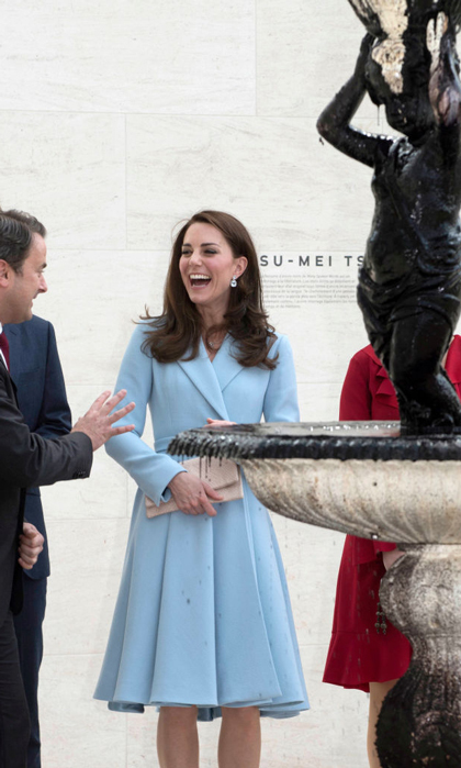 Kate also was fascinated by Luxembourg artist Su-Mei Tse's fountain filled with black ink at the Grand Duke Jean Museum of Modern Art (MUDAM). She was cautious to not go too close as to not stain her Emilia Wickstead coat.