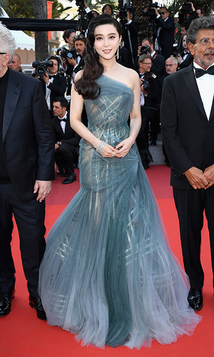 Jury member Fan Bingbing chose Atelier Versace for the final night of Cannes 2017.