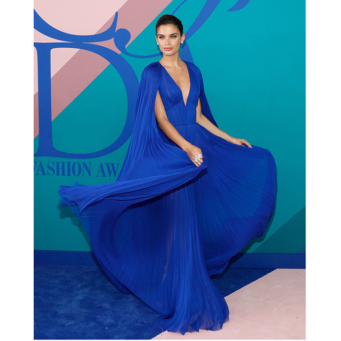 <b>Dresses in motion! Whether it's thanks to the wind, great posing skills or simply the impromptu excitement of the moment, these red carpet twirls are among the best in Hollywood.</B>